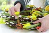 Making easter wreath